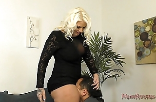 Lucky b sits atop say no to slave's manifestation - femdom ass admire
