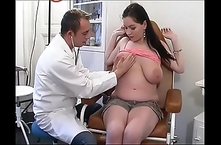 Perverse gynaecologist tastes dramatize expunge patient's vagina