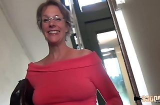 Estimated anal-sex plus squirting for this cougar old lady