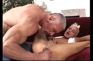 Padre plays not far from his twink (dads-lap.blogspot.com)