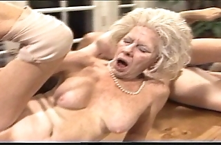 Cross-grained mammy - xxx granny pl