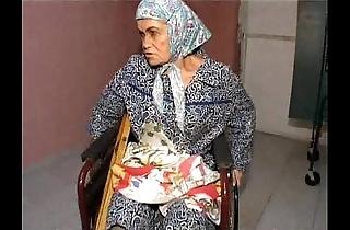 Granny effie vs 3 bad chaps