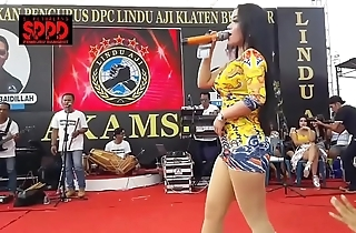 Indonesian down in the mouth dance - pretty sintya riske wild dance on seniority