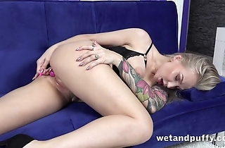 Inked light-complexioned MILF gingerly toys dribble soaked cunny
